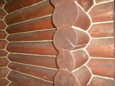 Заделка трещин в бревне сруба деревянного дома - герметик Неомид!