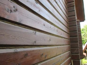 Защита древесины деревянного дома от  разрушения и ультрафиолетовых лучей