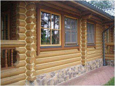Что лучше для  заделки швов деревянного дома для покупателя? Конопатка паклей или заделка швов межвенцовым герметиком?